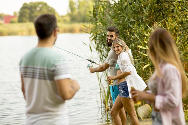 Młodych ludzi cieszyć się połowów rzeki lata dzień Zdjęcia stock © boggy