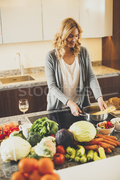 Młoda kobieta nowoczesne kuchnia uśmiech domu Zdjęcia stock © boggy