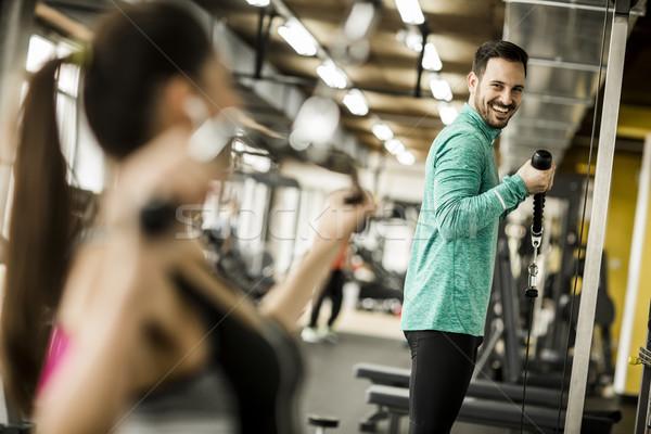 Actief vrouwelijke gewichtheffen sport club coach Stockfoto © boggy