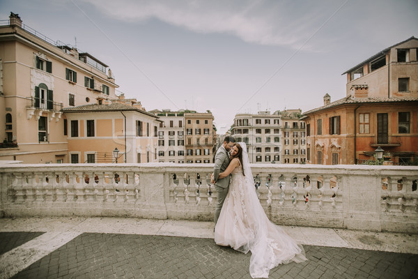 Jeunes nouvellement posant Rome belle Photo stock © boggy
