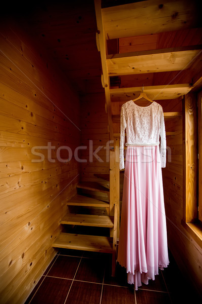 Stockfoto: Trouwjurk · opknoping · houten · trap · liefde