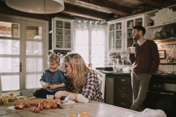 Gelukkig gezin pasta keuken home familie Stockfoto © boggy