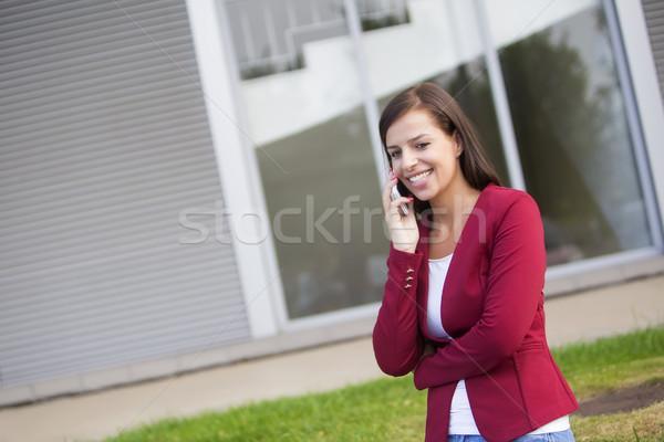 Jovem empresária vermelho falante telefone móvel Foto stock © boggy