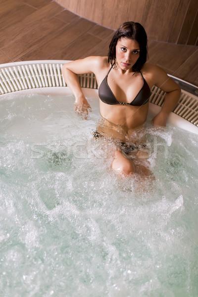 Mulher jovem banheira de hidromassagem mulher natureza modelo espaço Foto stock © boggy