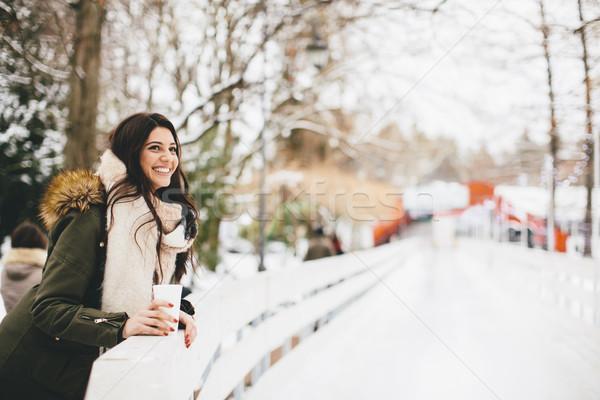 Szczęśliwy kobieta kubek gorący napój zimno zimą Zdjęcia stock © boggy