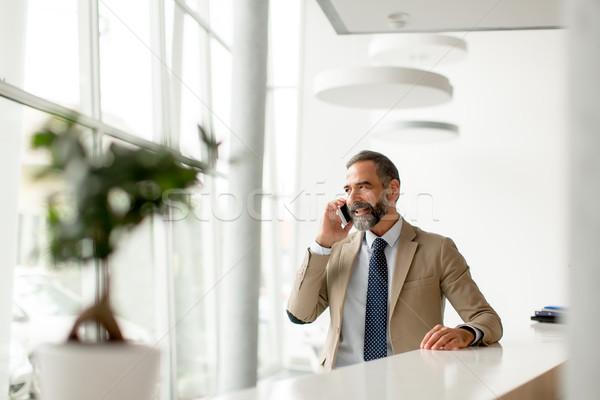 Empresário telefone móvel moderno escritório telefone Foto stock © boggy