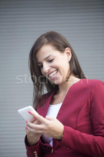 小さな 女性実業家 赤 ブレザー 携帯電話 屋外 ストックフォト © boggy