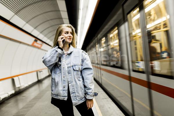ждет поезд подземных девушки телефон Сток-фото © boggy