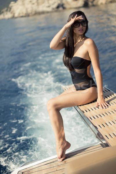 Stock fotó: Csinos · fiatal · nő · megnyugtató · jacht · tenger · napos