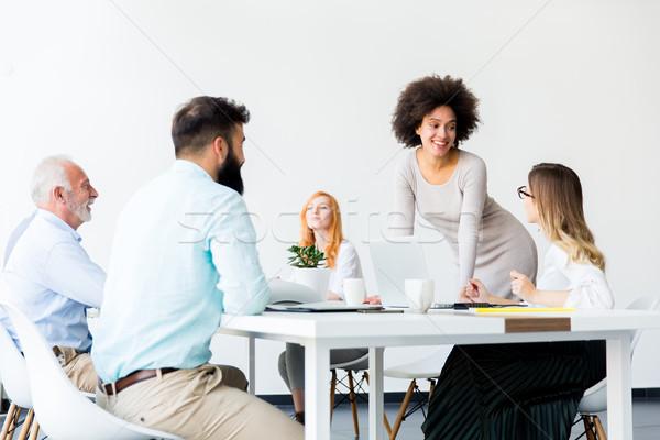 деловые люди вокруг таблице сотрудников заседание мнение Сток-фото © boggy