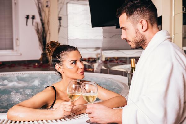 Mooie ontspannen samen drinken witte wijn Stockfoto © boggy