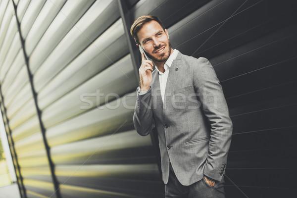 Sikeres üzletemberek vállalkozó mobiltelefon szabadtér kilátás Stock fotó © boggy