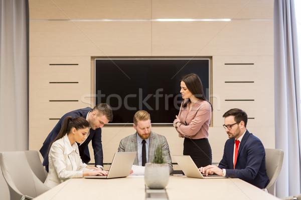 Jonge vergadering conferentiezaal nieuwe ideeën Stockfoto © boggy