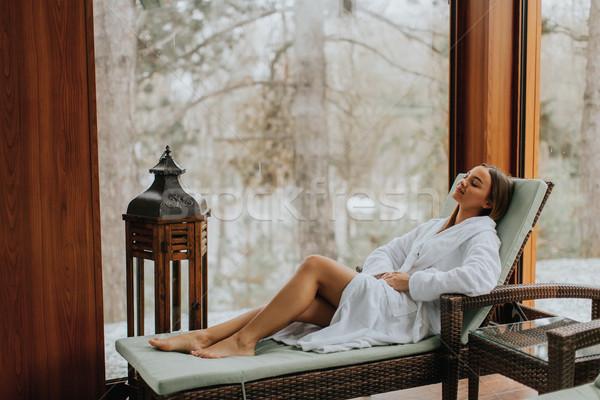 Stockfoto: Mooie · jonge · vrouw · ontspannen · zwembad · ligstoel
