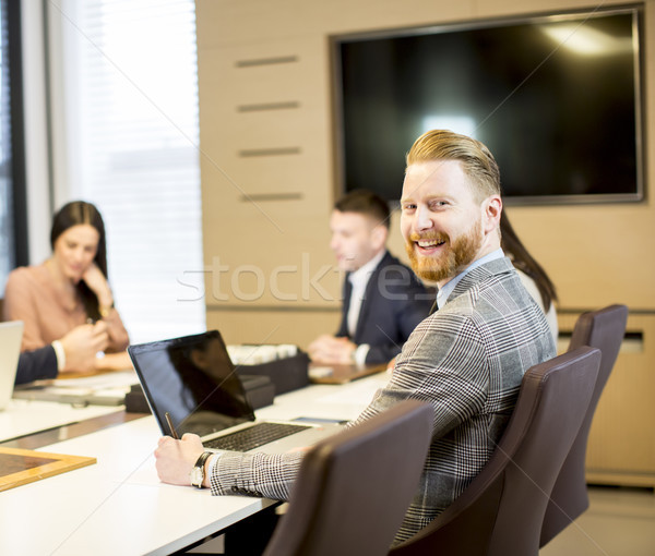 Młodych ludzi pracy biuro grupy działalności biznesmen Zdjęcia stock © boggy