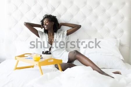 かなり 若い女性 朝食 ベッド ベッド 女性 ストックフォト © boggy