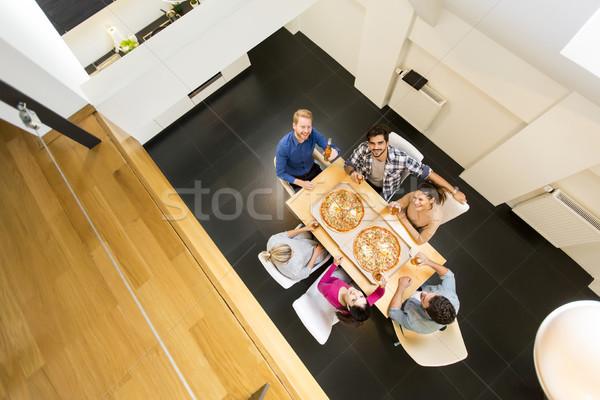 Jongeren maaltijd eetkamer moderne home Stockfoto © boggy