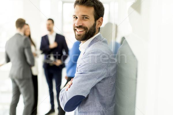 Empresario pie oficina otro gente de negocios hablar Foto stock © boggy
