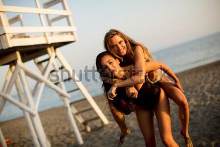 ストックフォト: 若い女性 · ビーチ · かなり · 夏 · 水