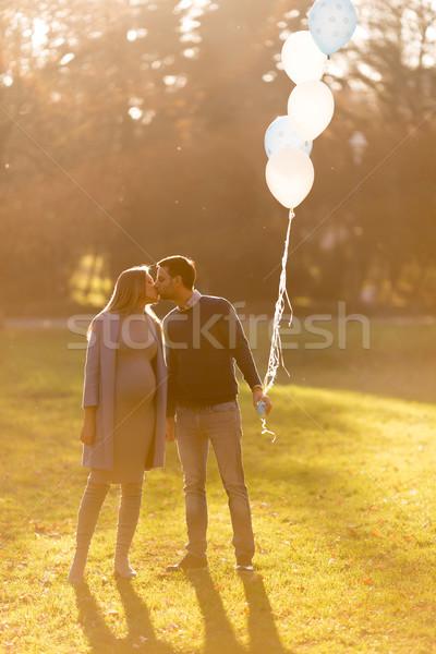 Stockfoto: Jonge · zwangere · vrouw · man · poseren · najaar · park