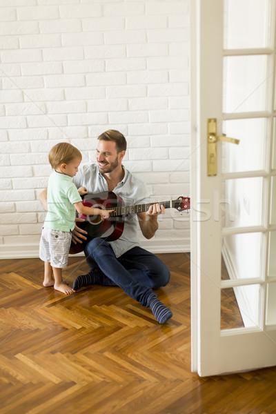 ストックフォト: 父 · ギター · ホーム · 音楽