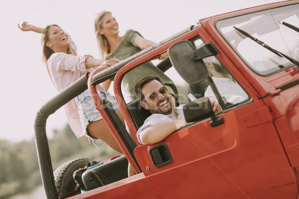 Grupo jovem pessoas felizes estrada trio Foto stock © boggy