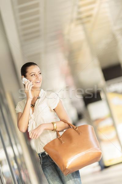 若い女性 通り 少女 笑顔 電話 女性 ストックフォト © boggy