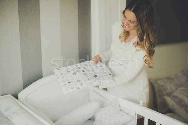 Jonge zwangere vrouw aankomst baby moeder zwangere Stockfoto © boggy