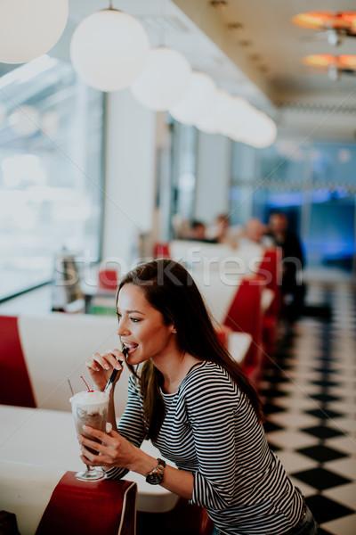 Mulher bebidas diner vidro comida feliz Foto stock © boggy