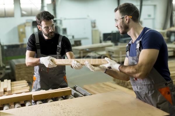 Giovani uomini lavoro legname workshop due bello Foto d'archivio © boggy