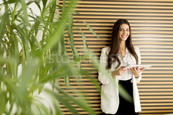 女性 タブレット 女性実業家 立って オフィス ビジネス ストックフォト © boggy
