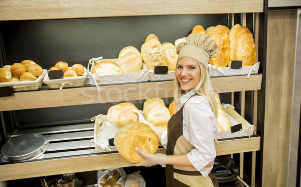 Bastante mulher jovem pão padaria fresco Foto stock © boggy
