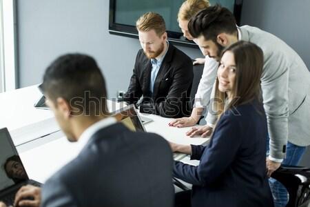 üzleti csapat együtt dolgozni jobb eredmények modern iroda Stock fotó © boggy