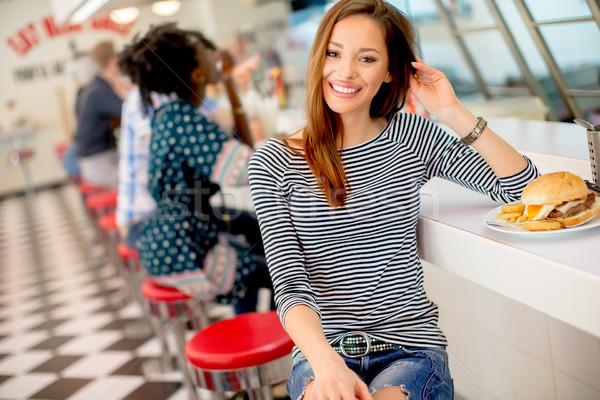 Güzel genç kadın oturma lokanta mutlu gıda Stok fotoğraf © boggy