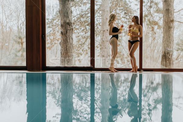 Stok fotoğraf: Ayakta · kokteyller · yüzme · havuzu · iki · güzel