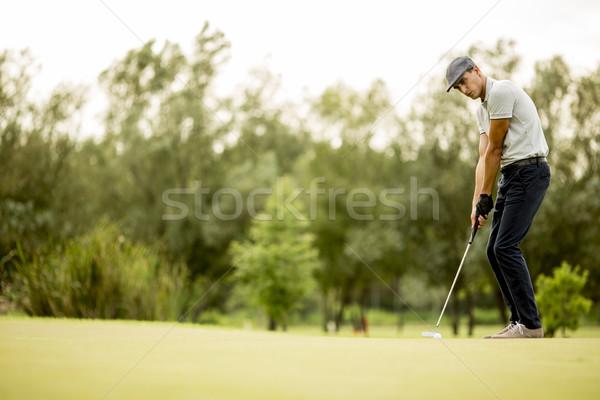 Jonge man spelen golf golfbaan gras groene Stockfoto © boggy