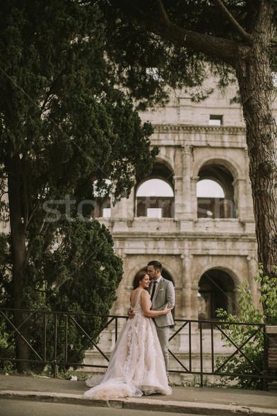 Genç düğün çift colosseum Roma İtalya Stok fotoğraf © boggy