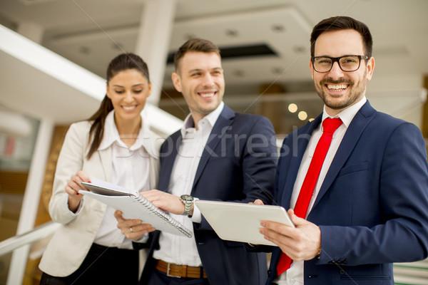 年輕 商界人士 常設 辦公室 肖像 業務 商業照片 © boggy