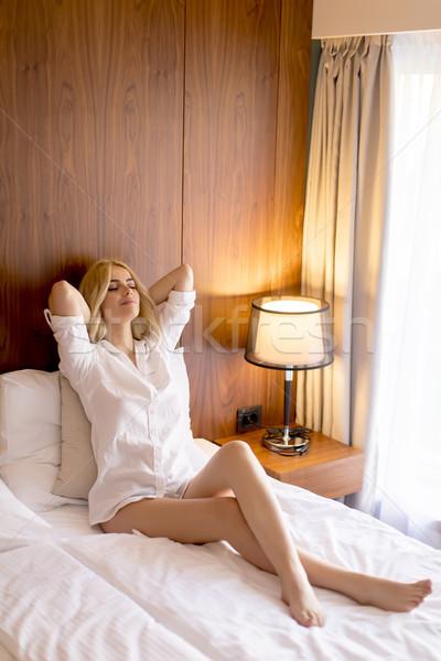 Fiatal szőke nő ágy külső boldog elégedett Stock fotó © boggy