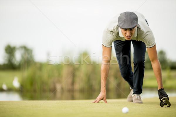 Сток-фото: молодым · человеком · глядя · мяча · гольф · спорт