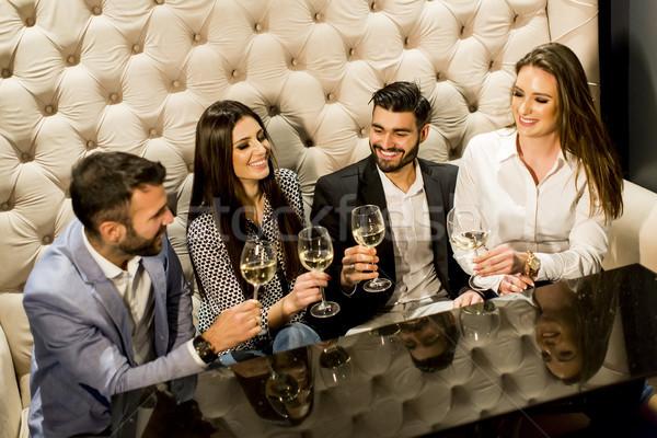 Grupy młodych ludzi białe wino strony Zdjęcia stock © boggy