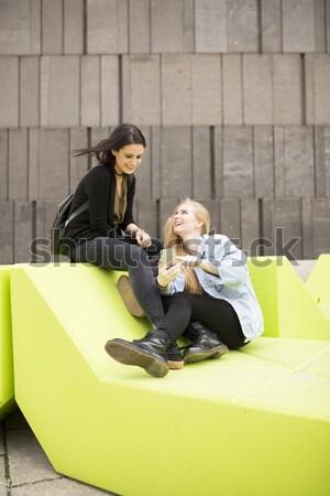 Jovens sessão banco Viena Áustria moderno Foto stock © boggy