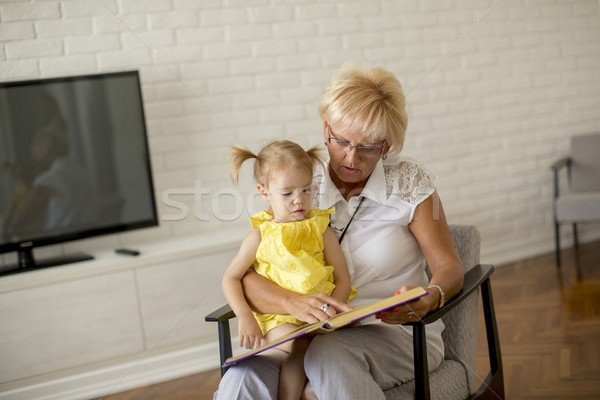 Сток-фото: бабушки · девочку · чтение · книга · счастливым · вместе