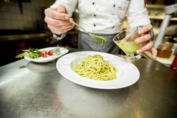 Jonge chef spaghetti restaurant hotel Stockfoto © boggy