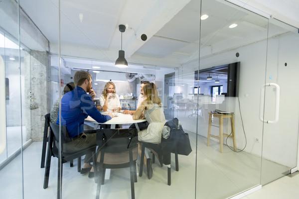 современных бизнес-команды развивающийся стратегия служба женщины Сток-фото © boggy