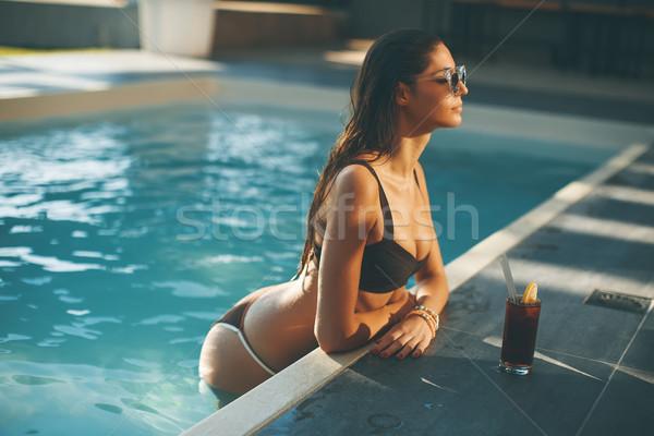 Stock fotó: Fiatal · nő · iszik · forró · nyár · nap · úszómedence