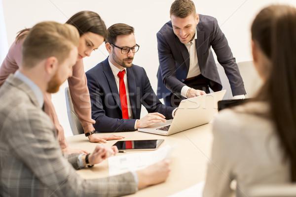 Jonge zakenlieden werk team moderne kantoor Stockfoto © boggy