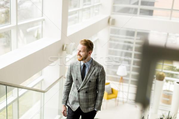 小さな ビジネスマン アップ 階段 オフィスビル ビジネス ストックフォト © boggy