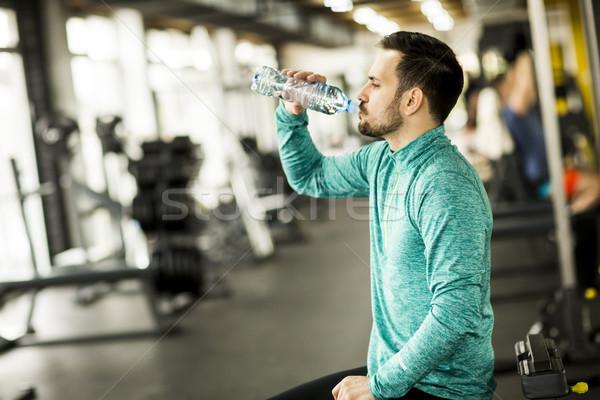 портрет молодые красивый мужчина питьевая вода спортзал современных Сток-фото © boggy