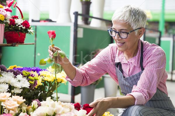 Altos mujer flores local flor mercado Foto stock © boggy